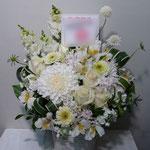 白(White)のフラワーアレンジメント。東京都23区送料無料。目黒区からお届け。