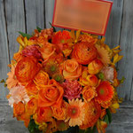 オレンジ(Orange)のフラワーアレンジメント。東京都23区送料無料。目黒区からお届け。