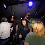 Der singender Sepp von HenSeDö im Treibsand Tanz in den Mai