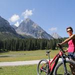 Per (E-)Bike gehts es durch das wildromantische Gaistal...