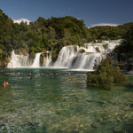 Wer will kann sogar bei den Wasserfällen baden!