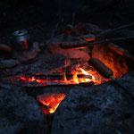 Knacker und Stockbrot am Lagerfeuer grillen...