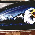 Adler auf Motorradtank