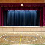 舞台幕、照明も一新!