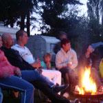 Ausklingen des Abends in gemütlicher Runde am Feuer