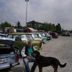 Pförtner mit Wachhund postiert nun ging es ans Stühle rücken