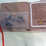 Particolare con tasca porta stampini libretto gingerbread con ricetta biscotti