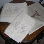 Set asciugamani bagno con ricamo iniziali