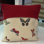 Cuscino con ricamo disegno farfalle