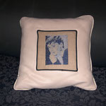 Cuscino con ricamo ritratto Audrey Hepburn