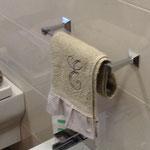Asciugamano con ricamo iniziale