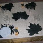 Particolare foglie tavolo sala collezione autunno