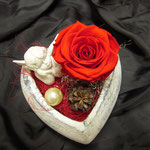 Herz mit stabilisierter Rose und Engel