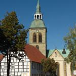 Das alte Rathaus mit der Kirche St. Aegidius.