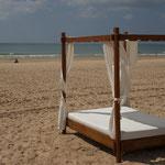 Strandbett. - Novo Sancti Petri/Andalusien