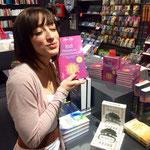 Jayc Jay im Hugendubel in Stuttgart mit ihrem neuen Buch 8 x 8 Premiumintentionen