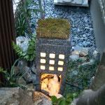 個人宅  陶製灯篭