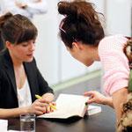 Sarah Kuttner beim signieren