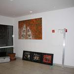 Aufhängen der Arbeiten in der 'Art Lounge' Novotel Wuppertal