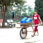 Jede Familie bekommt einen Wasserkanister kostenlos zur Verfügung gestellt