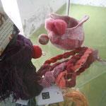 La cochenille fournit des roses, rouges et violets superbes sur la laine