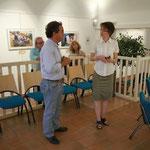 Présentation de l'exposition sur le Chiapas à Mr Yvan Romero, Consul Honoraire du Mexique par Myriam Lebre-Touquet Directrice de la Médiathèque de Barcelonnette
