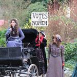 Historische Kostüme für Open Air Schauspiel