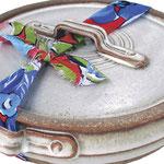 O modelo de cerâmica vem com uma alça de tecido; na Muriqui Cerâmica