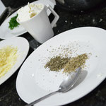 Orégano e manjericão secos