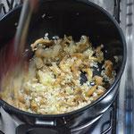 Acrescente os cogumelos ao arroz