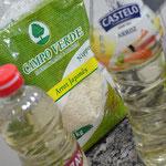 Tudo próprio para comida oriental: arroz, vinagre e o sakê