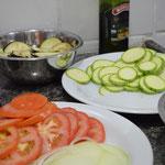 Corte os legumes em rodelas bem finas