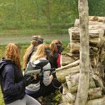 réunion de filles sur un terrain de paintball, canoë nature Anet
