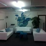 Sofas etc. wurden angeschafft, zusammengebaut und eine Sitzecke wurde eingerichtet