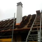 Das Dach wird mit den Orginalziegel gedeckt
