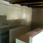 Küchenelemente und die Bar wurden gesetzt