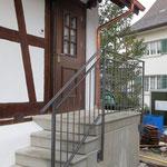 Geländer bei der Aussentreppe angebracht