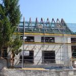 Die Schmitte eingerüstet, ohne Dach