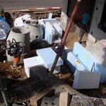 Kanalisationsanschlüsse und Rohre für den Wärmeaustausch werden verlegt