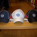 Sergio tacchini キャップ ¥2900 左からNV/RD, WH/BL, BK/RD