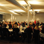Die 120 Gäste  amüsieren sich im Weissen Saal vom Restaurant Spedition Baden