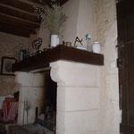 Etat de la cheminée avant les travaux : cheminée néo-rustique des années 80 (image)