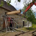 remplacement et pose de poutres principales dns une grange