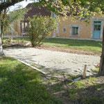 Aménagement d'une petite terrasse d'été sous les arbres (photo)