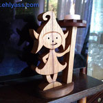 Lutin en bois d'orme, socle en sapelli
