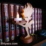 Fée en bois de genevrier sur socle en sapelli