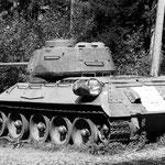 T 34 russischer Kampfpanzer neben der Straße am Wurzenpass
