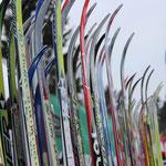 Ski warten auf ihre Besitzer
