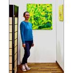 """""""Reason & Intelligence"""" 2019 Copyright Christina Mitterhuber, Geschenkt von mir an Hubert Thurnhofer für seine Bemühungen. Befindet sich seit 30. September 2019 in der Sammlung Thurnhofer! Öl und Pigment auf Leinwand 80 cm × 80 cm! (Das Grüne Gemälde hinter mir)"""