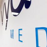 3D-Wandbeschriftung/Objektbeschriftung - Logo aus Acrylglas - Wandbuchstaben (© WÖRLE medien, Werbetechnik Würzburg)